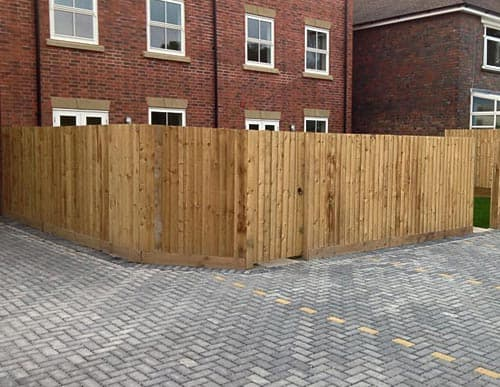 Commercial feathered fencing