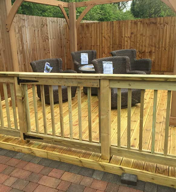 Decking area with gate and pergola