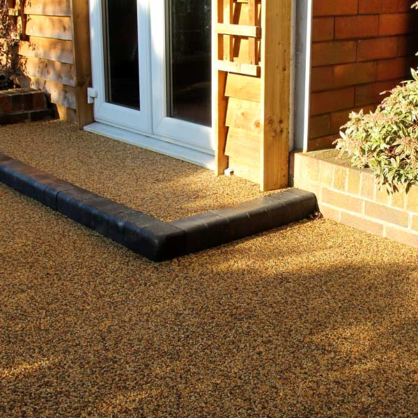 Front of a house with resin bound gravel