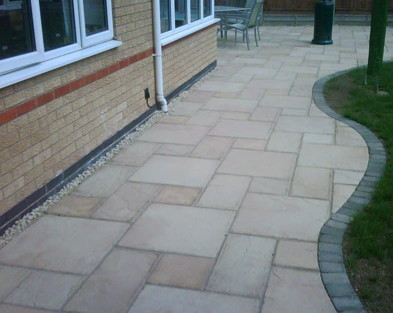 Complimenting your outdoor space ultimate landscapes ltd for Garden decking hinckley